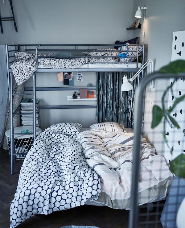 Das IKEA  PS LÖVÅS Bettsofa ist ideal für Übernachtungsgäste. Und da es auf Rollen daherkommt, können deine Gäste beinahe überall übernachten!