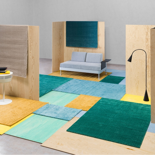 Kolorowy patchwork na podłodze z dywanów LANGSTED.