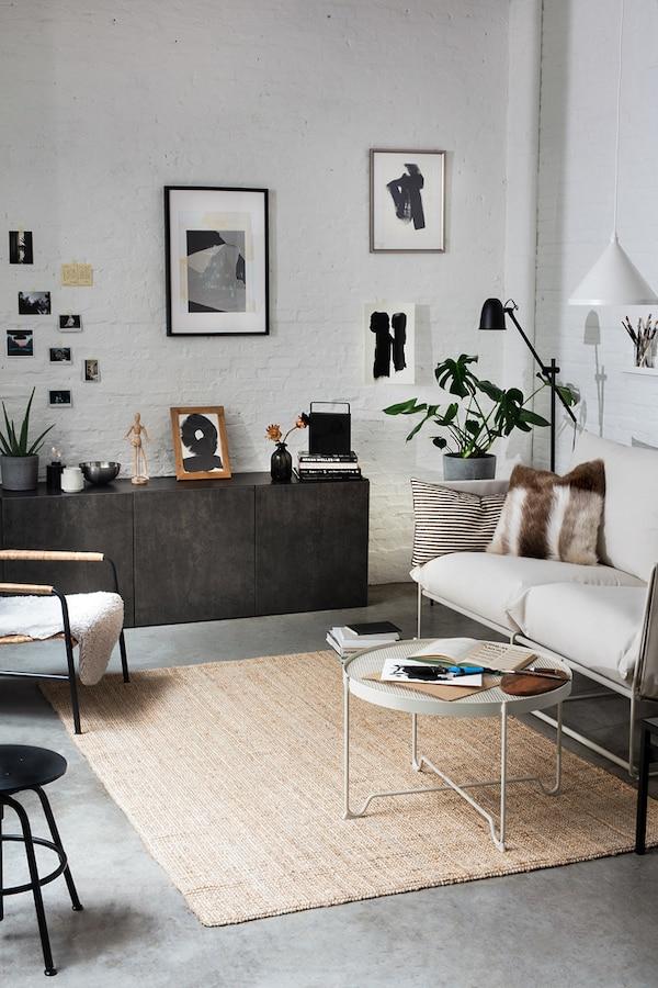 Déco de salon design aux couleurs noir, blanc et beige