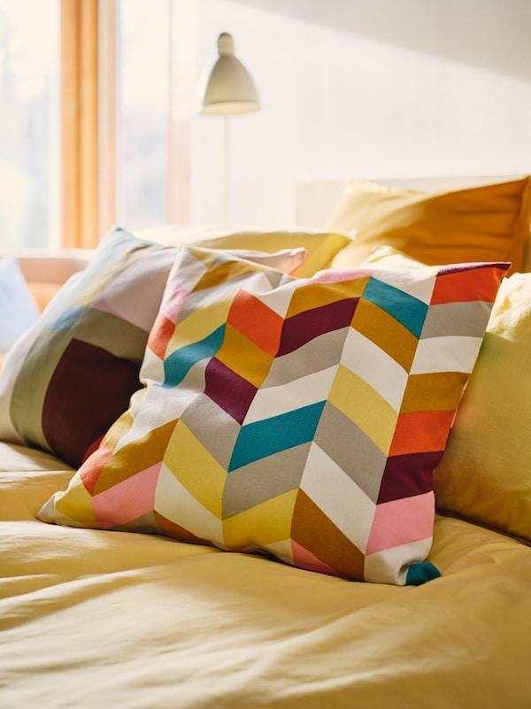 Decoración con cojines multicolores