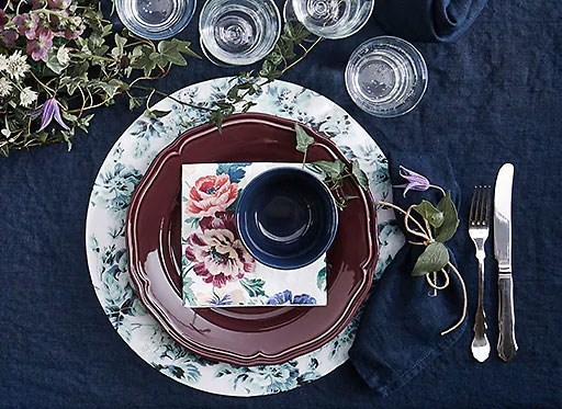 Decorate your Christmas dining table