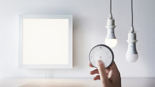 Delar ut IKEA smart belysning.
