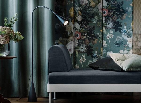 Deo DELAKTIG sofe i lampa za čitanje koja se skida.