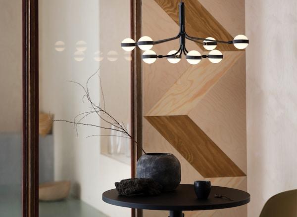 Der STORSLINGA LED-Kronleuchter ist die moderne Interpretation eines Kronleuchters.