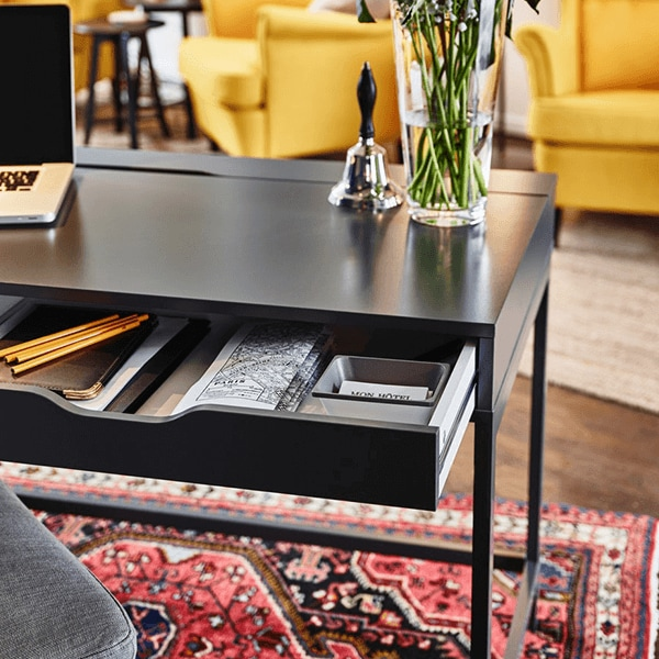 Desks & computer desks