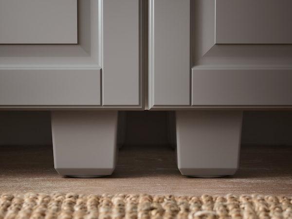 BODBYN ben till köks- och vitrinskåp i grå färg.