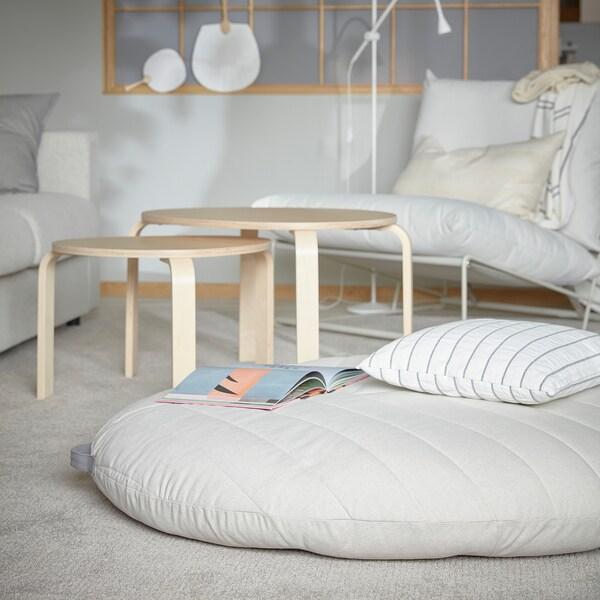 DIHULT مقعد مبطن مع مقبض موضوع على سجادة غرفة الجلوس، ويوفر مقعد مريح وواسع للأطفال.