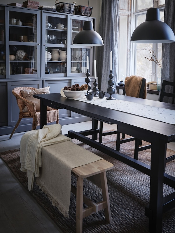 Dining room decoration in winter