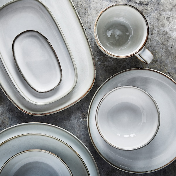 دليل أدوات المائدة ومواد الأواني الزجاجية.