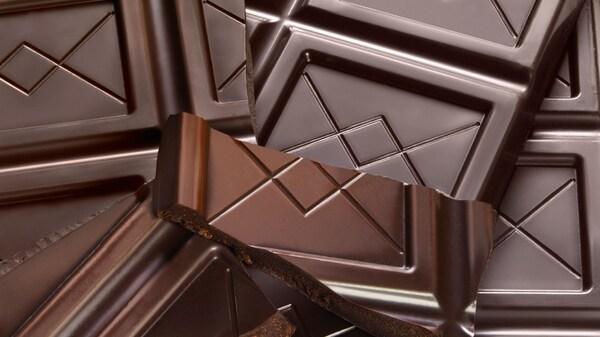 Du brauchst kein schlechtes Gewissen haben, wenn du dir bei IKEA mal eine Tafel Schokolade gönnst. Der Kakao ist UTZ-zertifiziert, was zu einer nachhaltigeren Welt beiträgt. So können wir – gemeinsam mit dir – etwas bewirken!