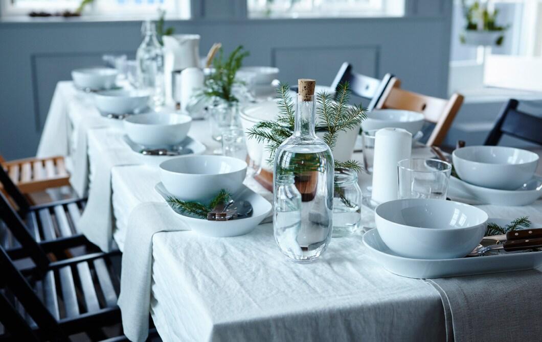 Du möchtest mit deinem festlich gedeckten Tisch beeindrucken? Dazu suchst du dir ein Thema aus, nimmst persönlich gestaltete Gedecke und dekorierst auf dem Tisch und rund um ihn herum. Auf unserer Website findest du jede Menge Ideen und Anregungen.