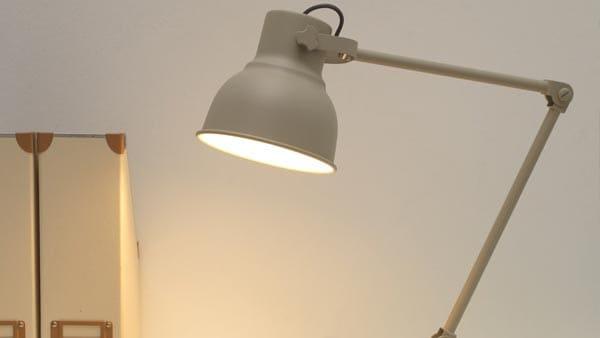 A beige HEKTAR work lamp