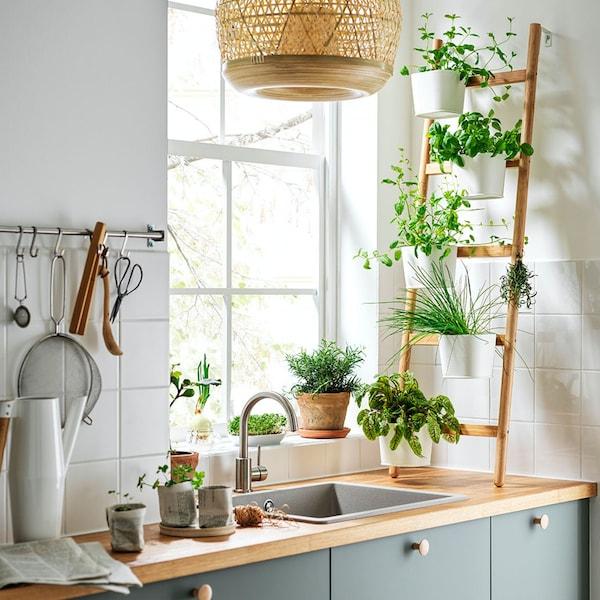 Een groene BODARP keuken in een rechte lijn