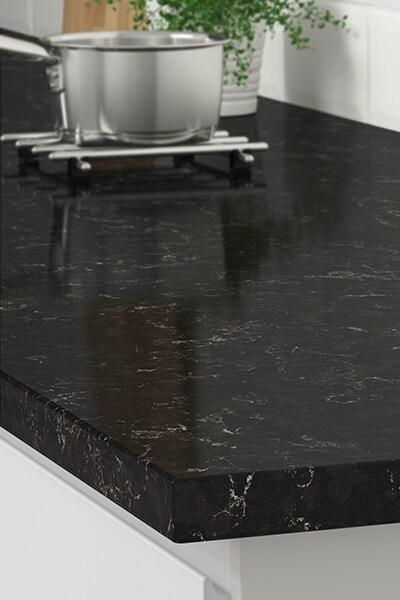 Effet marbre noir à partir de 199 $/pied linéaire