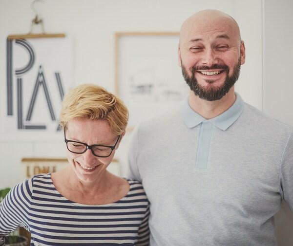 Ein Foto von Anikó und Robert grinsend