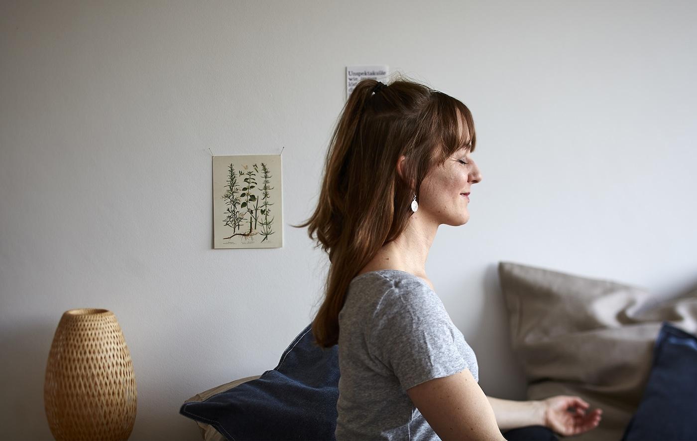 Ein Foto von Eva in einer Yogastellung