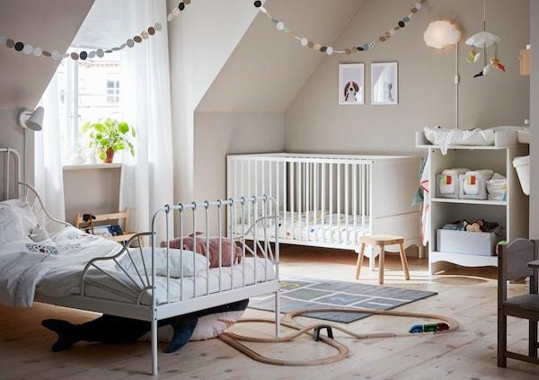 Ein helles und gemütliches Kinderzimmer.