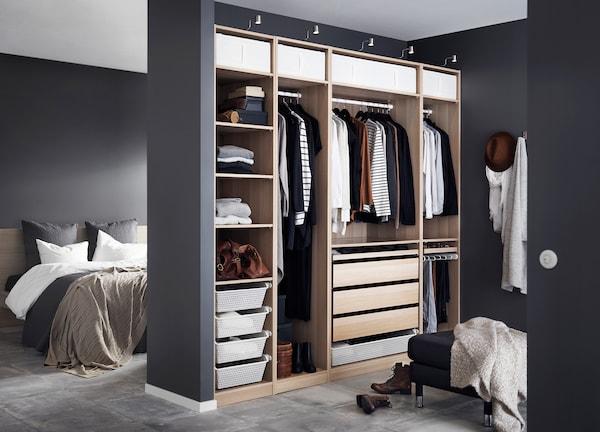 PAX Kleiderschrank in Schlafzimmer integrieren - IKEA