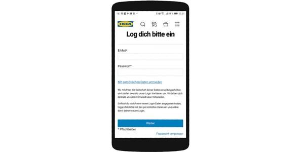 Ein  Smartphone auf dem die IKEA Family Login Seite angezeigt wird