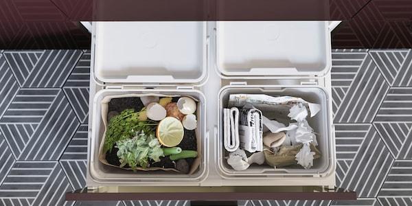 Eine Schublade voll mit HÅLLBAR Abfalltrennungsbehältern