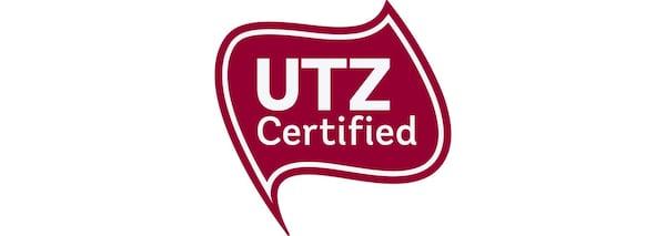 El logotipo rojo con un texto en blanco que representa la certificación UTZ, que IKEA ha incluido en sus productos de café y tés desde 2008.