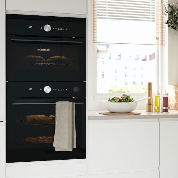 Elektrogeräte von IKEA in einer Küche