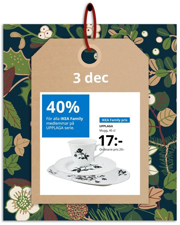 En brun hängetikett med rött band hänger framför en grön och blommönstrad bakgrund med IKEA family erbjudandet den 3 december, som är 40% på UPPLAGA serie.