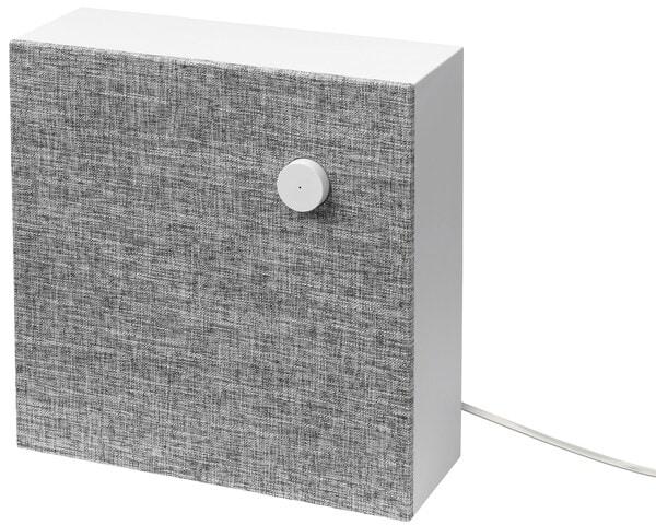 ENEBY مكبر صوت بلوتوث معلق على الحائط على خلفية بيضاء.