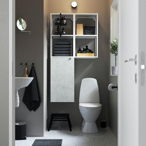 ENHET Badezimmermöbel - Wandregal und Badezimmerschrank mit weißten Fronten