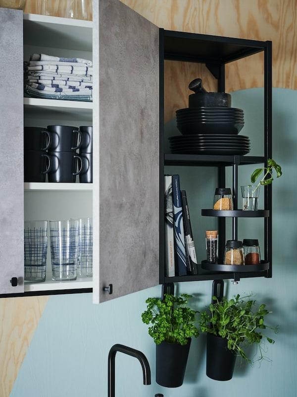 ENHET Küchenschrank mit grauer Küchenschrankfront und schwarzes ENHET Küchenregal