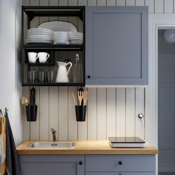 ENHET kuhinja sive boje/ od antracita/ od drveta, prenosna indukcijska ploča i LED rasvetne trake koje osvetljavaju radnu ploču.