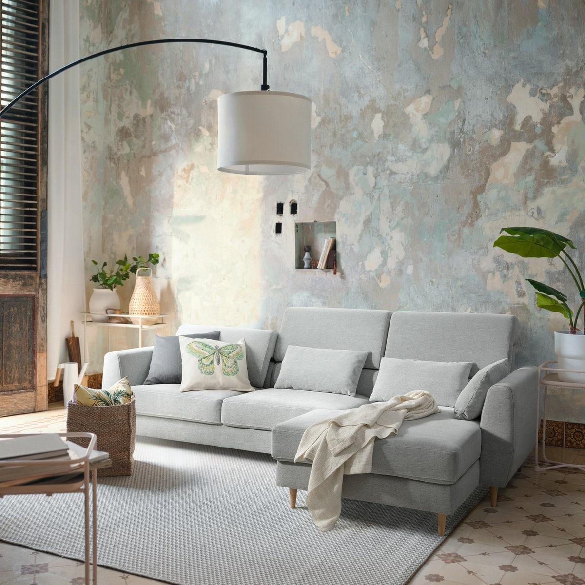Ensemble de meubles RÅVAROR: tables, divan et unités de rangement disposés contre un mur en zinc couleur bleu canard.