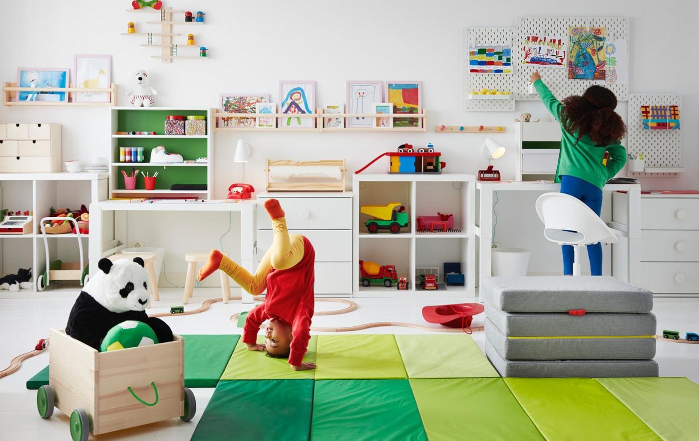 Et barnerom for skolestart, lek og lekser.