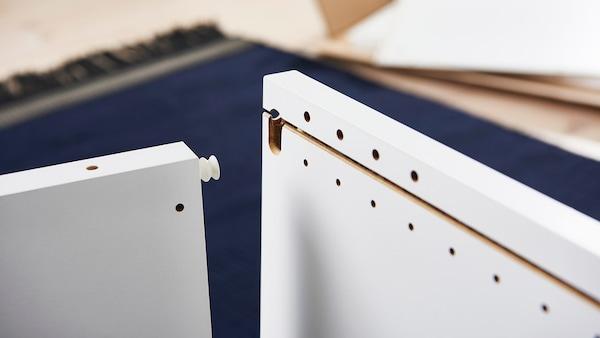 Et billede hvor man ser, hvordan man enkelt kan sætte PLATSA stellet sammen.