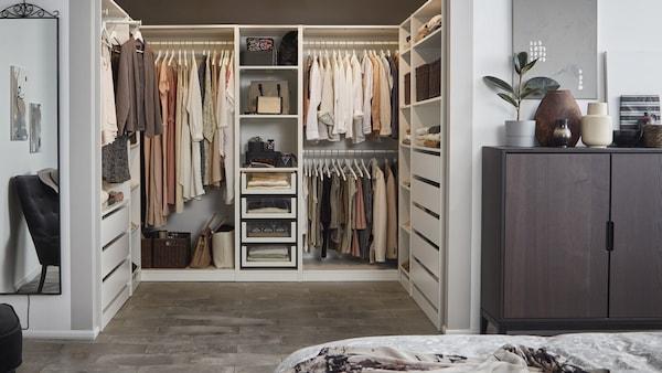 Et soveværelse med indbygget opbevaring