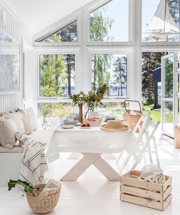 Få god plass på hytta med smarte oppbevaringsløsninger.