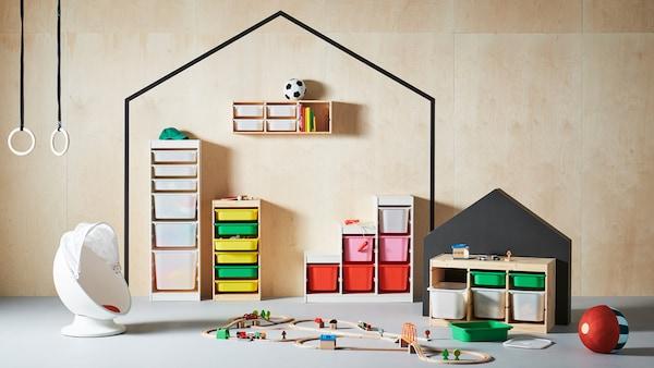 Familia de produse TROFAST de soluții de depozitare pentru jucării.