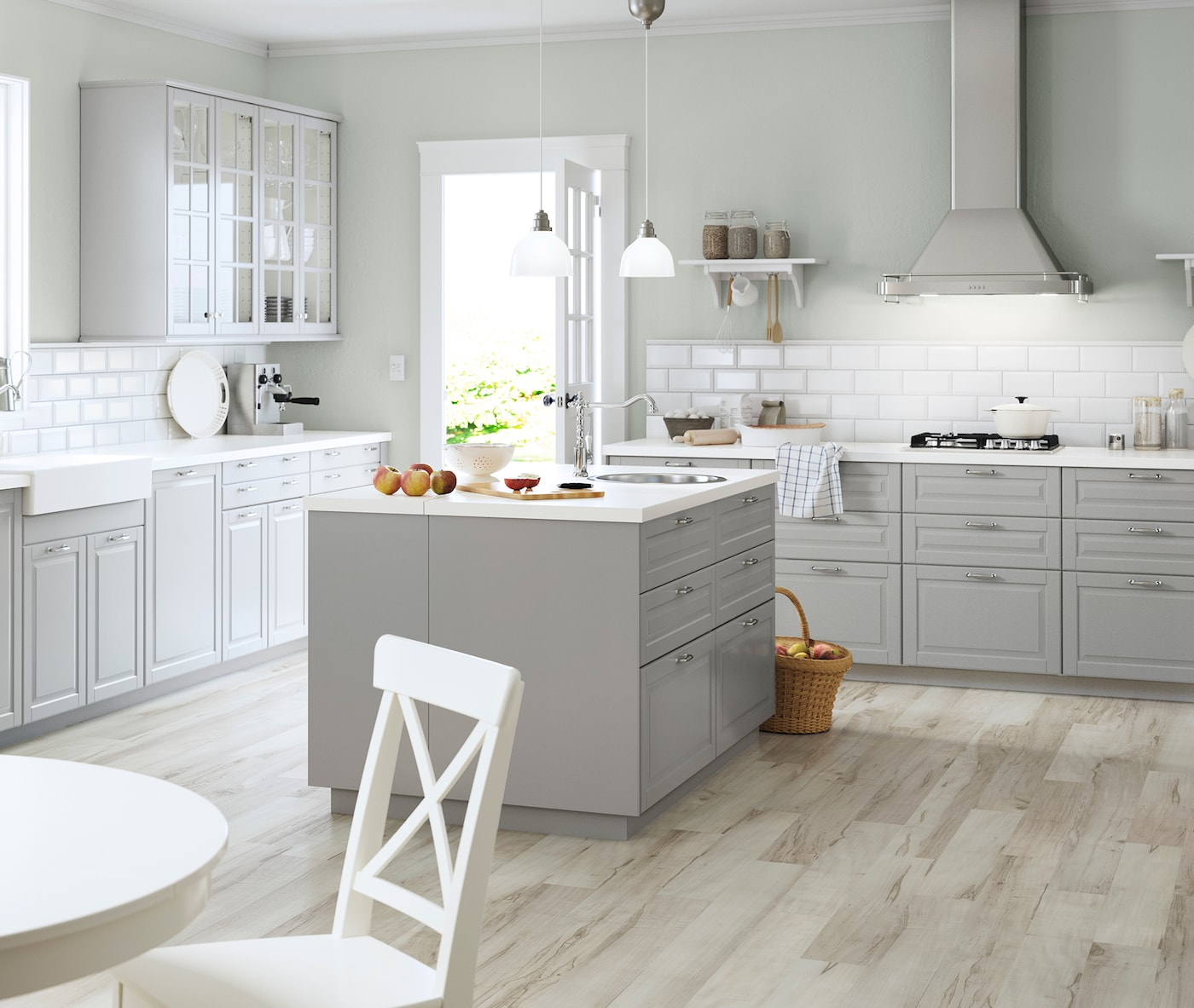Familienküche Mit Kochinsel.