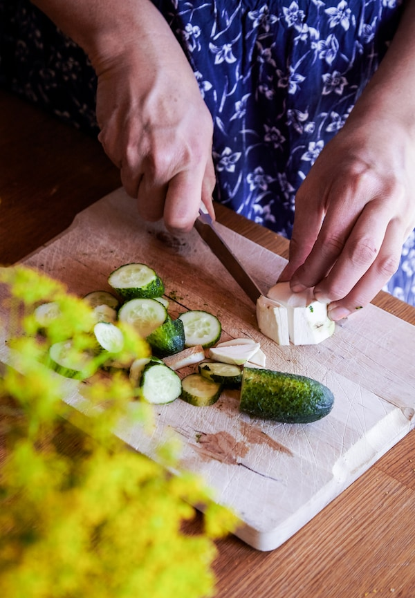 Finely slice the cucumber.