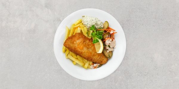 Fish and chips. Serveras med tartarsås och citronklyfta.