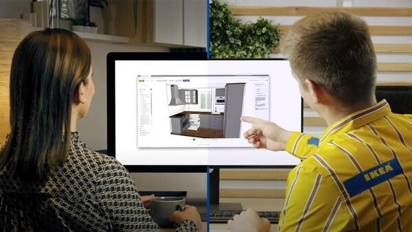 Foto einer IKEA Inneneinrichtung, das mit einer Klemme an einem Stapel mit Unterlagen befestigt ist. Daneben ist auf dem Holztisch ein Teil eines Grundrisses zu sehen.