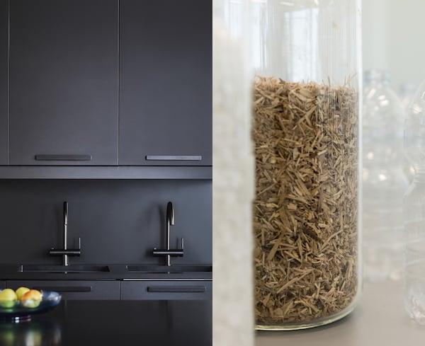 Foto partida que muestra los frentes de cocina KUNGSBACKA y un primer plano de restos reciclados de madera, papel y plástico en un tarro.