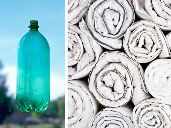 Fotografia s plastovou fľašou a zrolovanými paplónmi IKEA GLANSVIDE, ktorých náplň je vyrobená zo 70 % recyklovaného PET plastu.