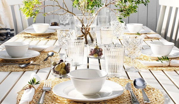 Frühlingsgartentischdekoration