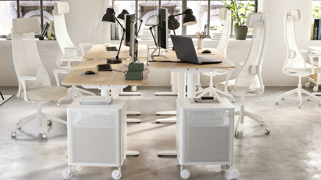 Funktionale Büromöbel, ergonomische Schreibtische und Schreibtischsessel