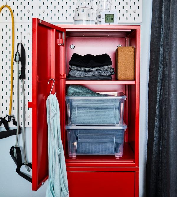 Garde tous tes équipements bien rangés dans un placard.