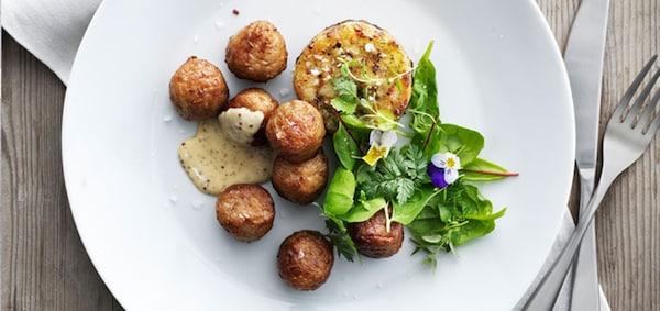Geflügelbällchen mit  Brokkoli-Kartoffelmedaillons