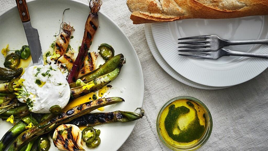 Gegrilltes Gemüse mit Burrata und Rapsöl mit Thymiangeschmack