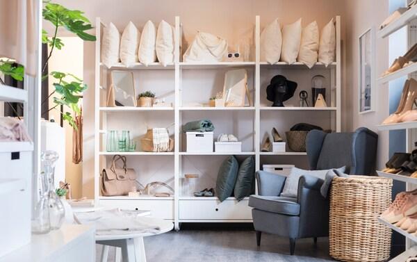 Geschäftslokal für Schuhe, Mode und Accessoires mit Möbel ausstatten