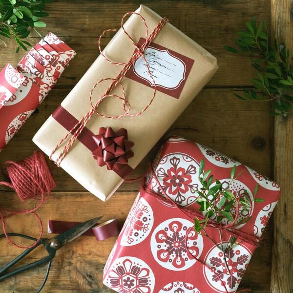 Geschenkpapier in rot für Weihnachten